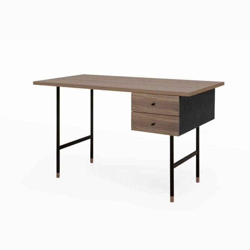 Jugend kirjoituspöytä, lev. 130, syv.65 ja kork. 75 cm, 2 vetolaatikkoa, pähkinäviilutettu taso, metallijalat, Woodman.