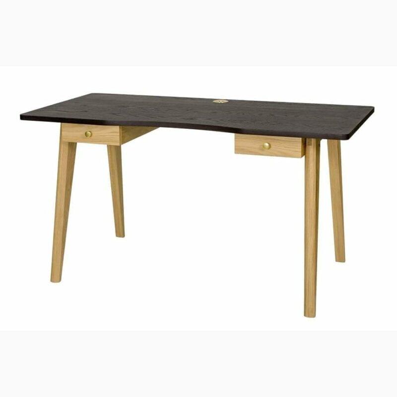 Nice kirjoituspöytä, lev.140, syv. 70 ja kork. 75 cm, taso petsattua tammea, jalat tammea, 2 vetolaatikkoa, Woodman.