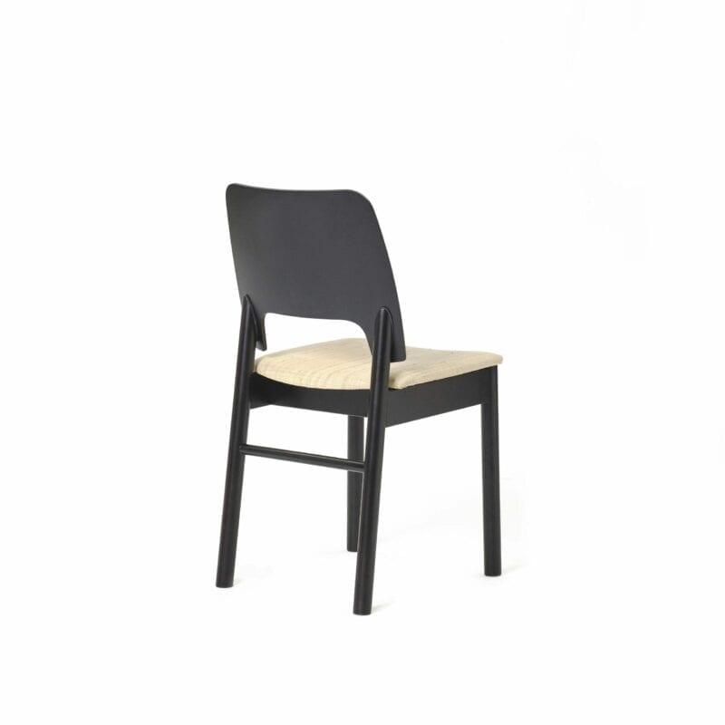 Karpalo Tuoli Musta Petsiniinkangas Takaa Scaled 800x800