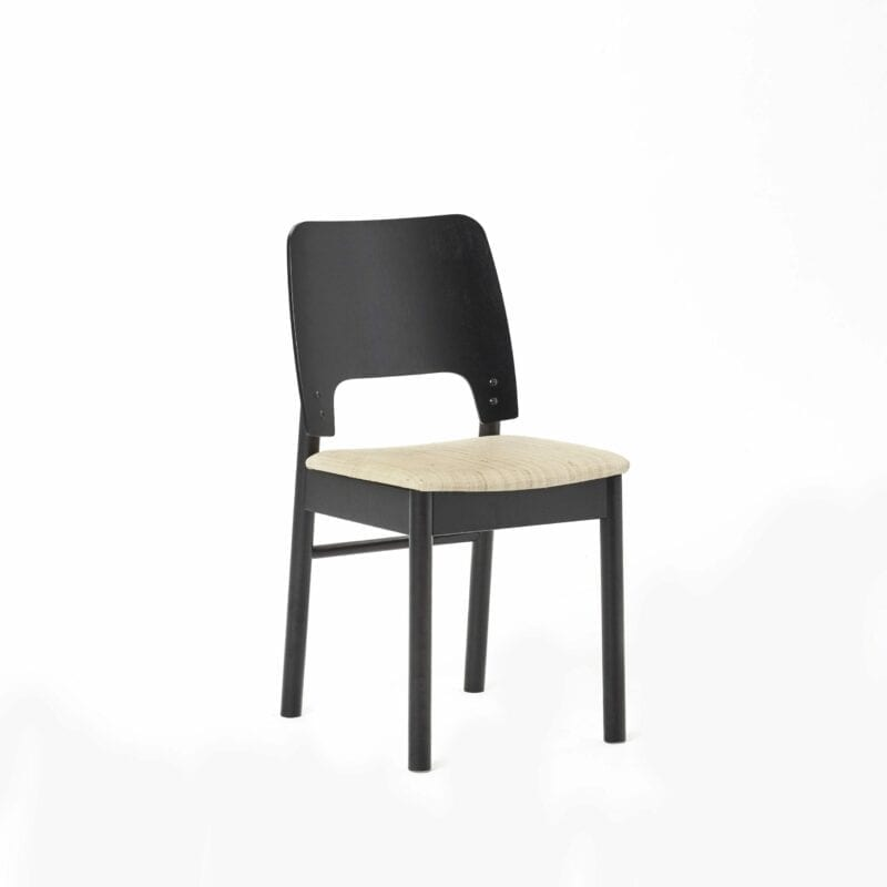 Karpalo -tuoli, koivua, musta, niinikangas. Juha Mäkelä design.
