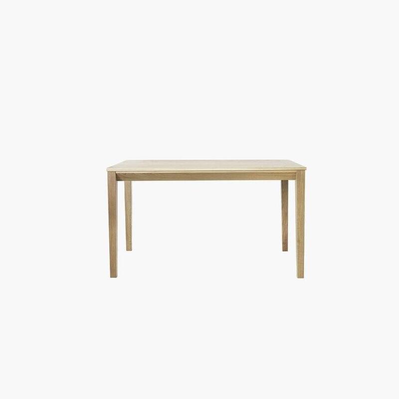 Suomalainen tammipöytä, Tainus-pöytä, 130x85 cm, Juha Mäkelä design.
